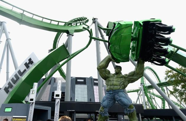 Une statue du super-héros Hulk dans le parc d'attractions Universal Orlando de Floride, le 3 août 2016 à Orlando (Etats-Unis) [Gustavo Caballero / GETTY IMAGES NORTH AMERICA/AFP/Archives]