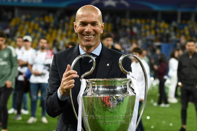 Zinédine Zidane avec la coupe de la Ligue des champions, le 26 mai 2018 à Kiev [FRANCK FIFE / AFP/Archives]
