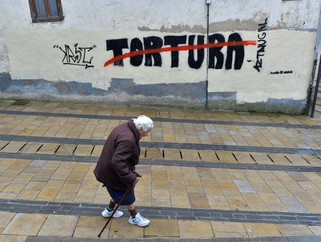 Un graffiti contre la torture, dans le village d'Agurain, au Pays basque espagnol, le 3 mai 2018 [ANDER GILLENEA / AFP]