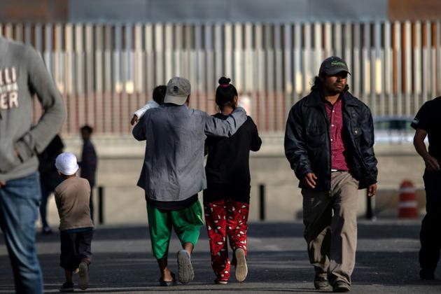 Des migrants d'Amérique centrale aux abords d'un refuge à Tijuana, à la frontière américano-mexicaine, le 19 novembre 2018 [Guillermo Arias / AFP]