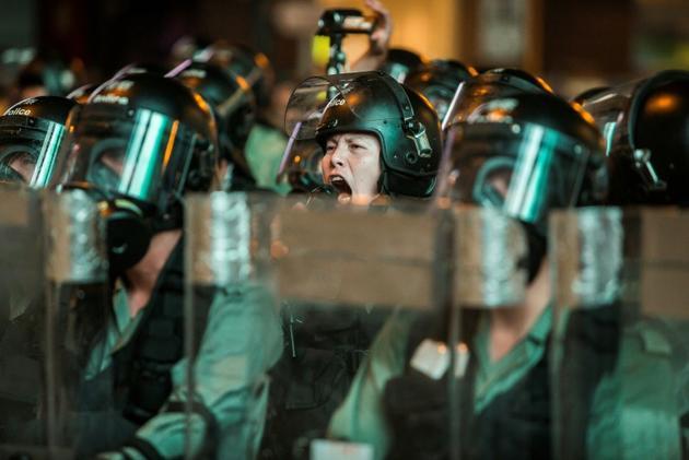 Police anti-émeutes dans le district de Mong Kok, à Hong Kong, le 3 août 2019, lors d'une nouvelle manifestation des prodémocratie [ISAAC LAWRENCE / AFP]