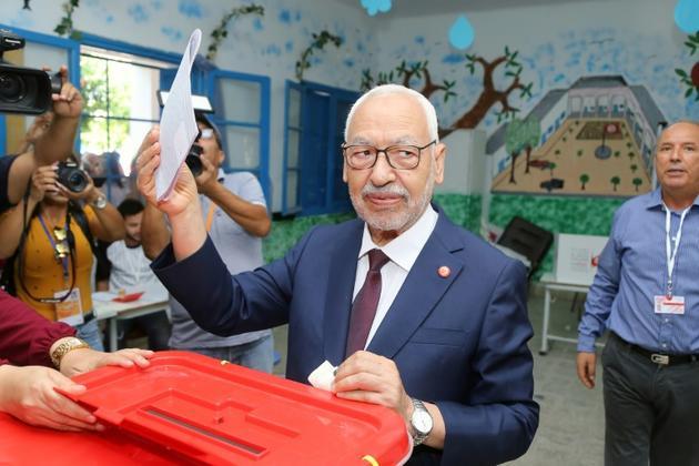 Le chef du parti Ennahdha, Rached Ghannouchi, vote à Tunis lors des élections législatives tunisiennes, le 6 octobre 2019 [ANIS MILI / AFP]