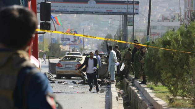 Des forces de sécurité afghanes inspectent le lieu d'un attentat à Kaboul, le 9 septembre 2018 [- / AFP]