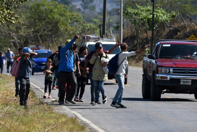 Des migrants honduriens en route pour les Etats-Unis, le 15 janvier 2019 à Agua Caliente, à la frontière avec le Guatemala [ORLANDO SIERRA / AFP]