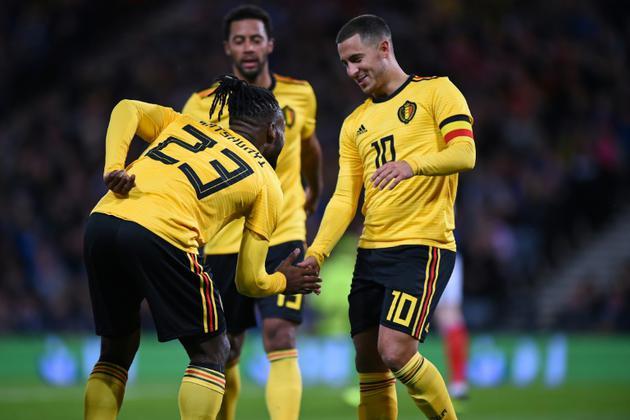 Les Belges Michy Batshuayi et Eden Hazard après un but contre l'Ecosse en match amical, le 7 septembre 2018 à Glasgow [Andy BUCHANAN / AFP]