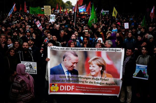 Manifestation contre la politique du président turc Recep Tayyip Erdogan à Berlin, au moment de sa visite en Allemagne le 28 septembre 2018 [John MACDOUGALL / AFP]