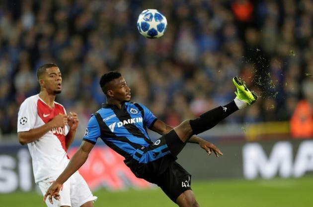 Emmanuel Dennis (d), attaquant du FC Bruges, le 24 octobre 2018 à Bruges [Thomas SAMSON / AFP/Archives]