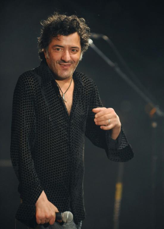 Rachid Taha sur scène à Toulouse, le 21 juin 2009 lors du festival Rio Loco, un festival annuel de musique du monde [REMY GABALDA / AFP/Archives]