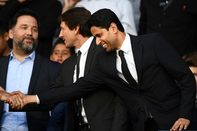 Le président du PSG Nasser Al-Khelaifi (d) et le directeur sportif du club Leonardo (c) avant le match contre Nîmes, le 11 août 2019 au Parc des Princes  [FRANCK FIFE / AFP]