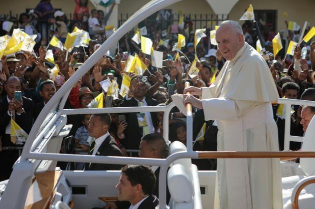 Le pape François arrive à la cathédrale Andohalo d'Antananarivo pour un entretien avec les évêques de Madagascar, le 7 septembre 2019 [Mamyrael / AFP]