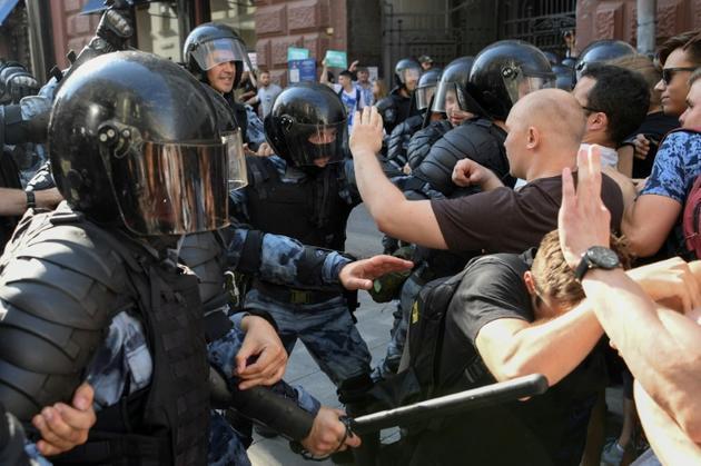 Heurts entre manifestants et forces de police, le 3 septembre 2019 à Moscou [Kirill KUDRYAVTSEV / AFP/Archives]