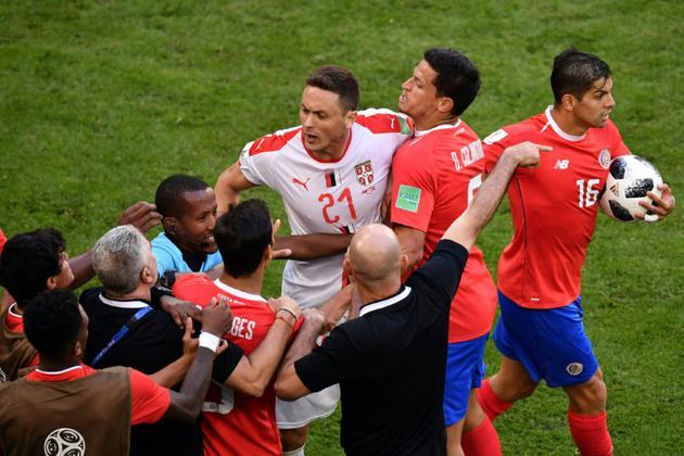 Echauffourée lors du match Costa Rica-Serbie, le 17 juin 2018 à Samara    [Fabrice COFFRINI / AFP]