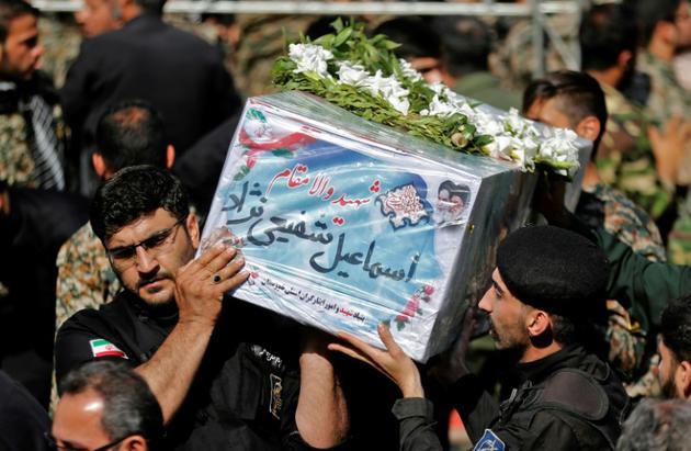Le cercueil d'une des victimes de l'attentant d'Ahvaz, dans le sud-ouest de l'Iran, lors des funérailles, le 24 septembre 2018 [ATTA KENARE / AFP]