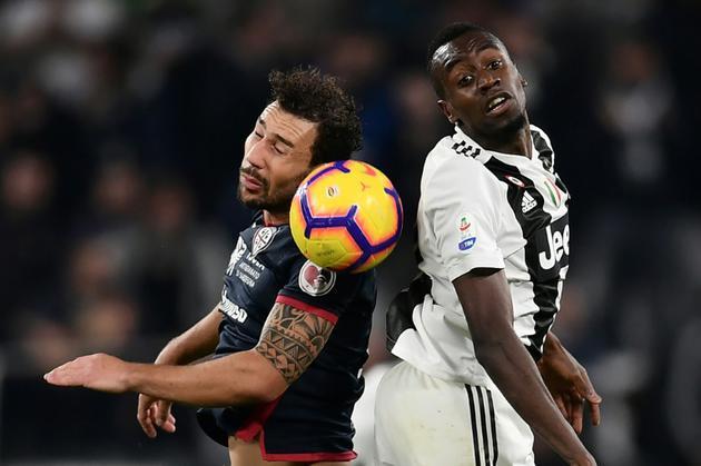 Blaise Matuidi (d) sous le maillot de la Juventus contre Cagliari en championnat d'Italie, le 3 novembre 2018 à Turin   [MARCO BERTORELLO / AFP/Archives]