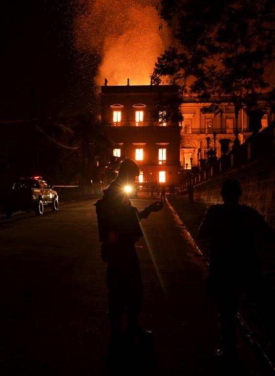 Un gigantesque incendie ravage le Musée National de Rio de Janeiro le 2 septembre 2018 [Carl DE SOUZA / AFP]
