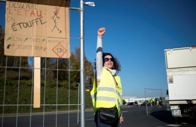 Des manifestants à Saint-Herblain près de Nantes le 18, novembre 2018 [SEBASTIEN SALOM GOMIS / AFP]