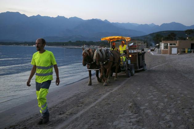 """Le caractère multi-déchets de son dispositif est """"unique en France"""" et permet de se substituer à """"cinq camions"""" [PASCAL POCHARD-CASABIANCA / AFP]"""