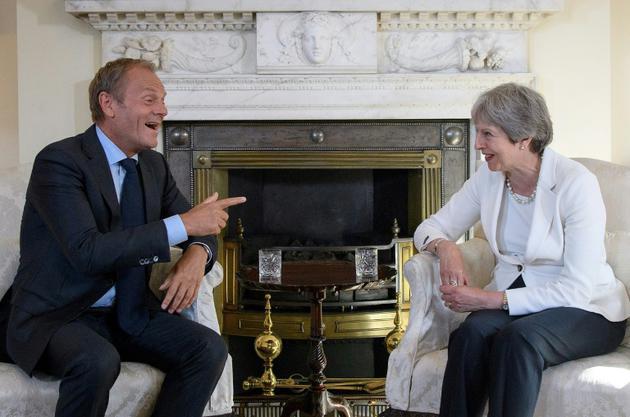 Le président du Conseil de l'Europe, Donald Tusk (g) et la Première ministre britannique, Theresa May, au 10 Downing Street, à Londres, le 25 juin 2018 [Leon Neal / POOL/AFP/Archives]