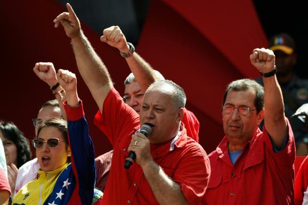 Le président de l'Assemblée constituante vénézuélienne Diosdado Cabello prend la parole pendant un rassemblement de soutien au président Nicolas Maduro, à l'extérieur du palais présidentiel de Caracas, le 6 août 2018 [Federico PARRA / AFP]