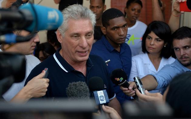 Le président cubain Miguel Diaz Canel parle à la presse après avoir voté, le 24 février 2019 à La Havane [YAMIL LAGE / AFP]