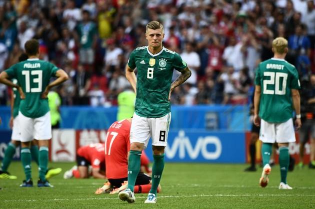 Le désarroi du milieu de terrain allemand Toni Kroos après l'élimination de son équipe dès le 1er tour du Mondial, le 27 juin 2018 à Kazan [Jewel SAMAD / AFP]