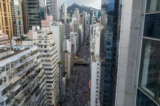 Lors de la marche du 9 juin 2019 à Hong Kong, organisée pour protester contre un projet du gouvernement local d'autoriser des extraditions vers la Chine continentale [DALE DE LA REY / AFP]