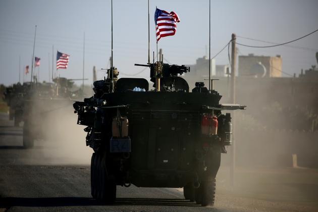 Des véhicules blindés américains près de la ville syrienne de Manbij le 5 mars 2017 [DELIL SOULEIMAN / AFP/Archives]