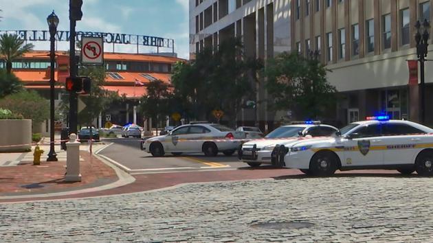 La zone où a eu lieu la fusillade dans un tournoi de jeu vidéo à Jacksonville, en Floride, le 26 août 2018 [HO / Courtesy of WJXT/AFP]