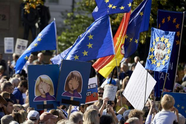 Des manifestants réclament un nouveau vote sur le Brexit, à Londres, le 20 octobre 2018 [NIKLAS HALLE'N / AFP]