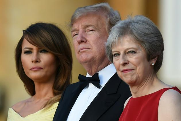 Mélania et Donald Trump en compagnie de Theresa May, le 12 juillet 2018  à Blenheim près d'Oxford<br />