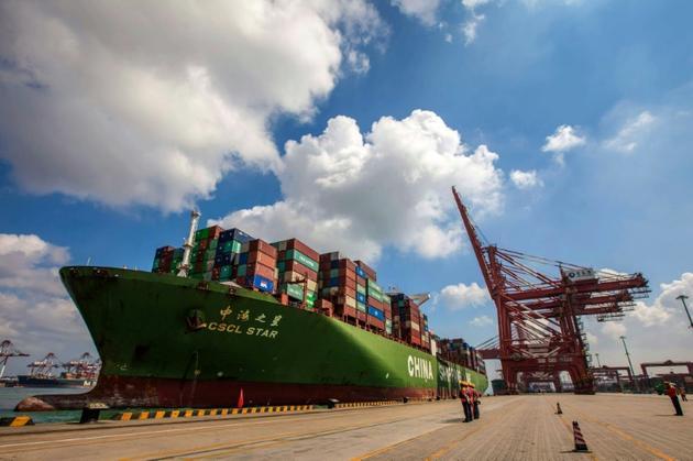 Un cargo dans le port de Qingdao, en Chine, le 6 août 2019 [STR / AFP/Archives]