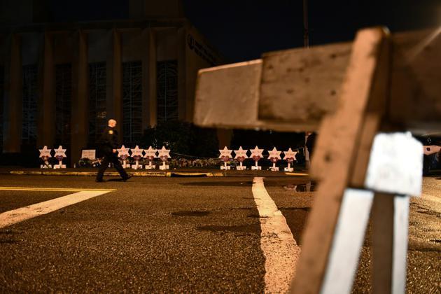 Hommage aux onze personnes tuées dans une synagogue de Pittsburgh le 27 octobre 2018 [Brendan Smialowski / AFP/Archives]