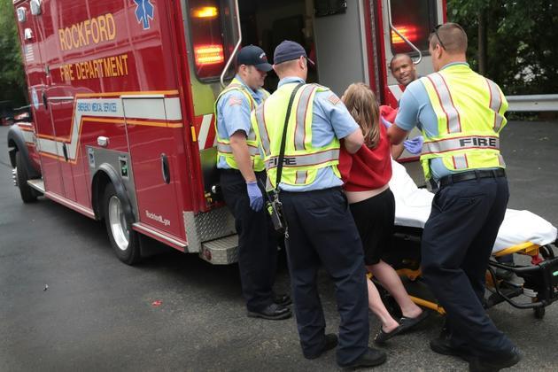 Les pompiers aident une femme victime d'une overdose de médicaments le 14 juillet 2017 à Rockford, dans l'Illinois [SCOTT OLSON / GETTY IMAGES NORTH AMERICA/AFP/Archives]