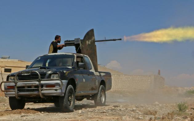 Un combattant rebelle syrien du Front national de libération (FNL) lors d'un exercice militaire dans le nord de la province d'Idleb, le 11 septembre 2018 [Aaref WATAD / AFP/Archives]