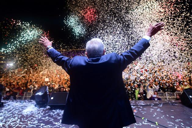 Le président élu mexicain, Andres Manuel Lopez Obrador, célèbre sa victoire, le 2 juillet 2018, à Mexico [Pedro PARDO / AFP/Archives]
