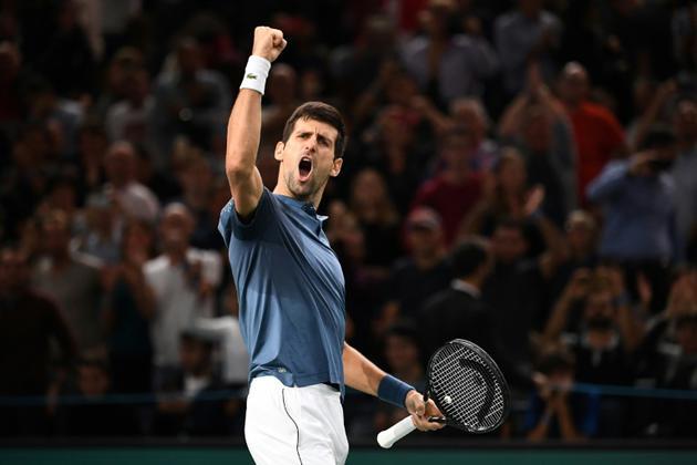 Le Serbe Novak Djokovic vient de l'emporter contre le Suisse Roger Federer en demi-finale du Masters 1000 de Paris, le 3 novembre 2018      [Anne-Christine POUJOULAT             / AFP]