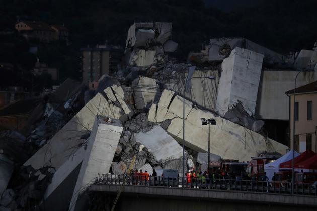 Les décombres du pont Morandi à Gênes (Ligurie), après son effondrement, le 14 août 2018 [Valery HACHE / AFP/Archives]