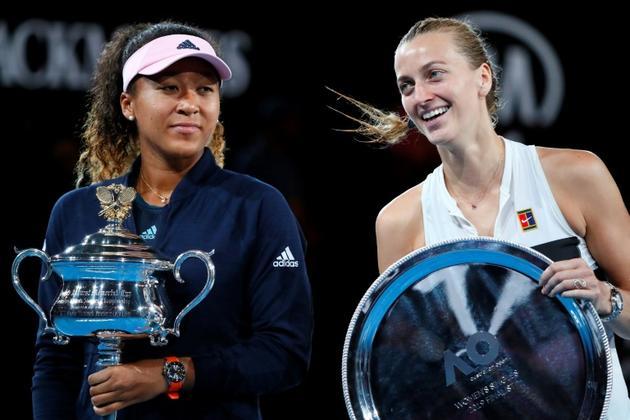 La gagnante de l'Open d'Australie, la Japonaise Naomi Osaka (g), et son adversaire en finale, la Tchèque Petra Kvitova, à Melbourne, le 26 janvier 2019 [DAVID GRAY / AFP]