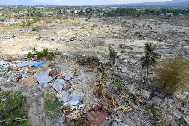 Une grande partie du quartier de Petobo, à Palu, s'est enfoncée dans la terre comme aspirée, quand les secousses telluriques ont transformé le sol en sables mouvants, un processus connu sous le nom de liquéfaction. [ADEK BERRY / AFP]