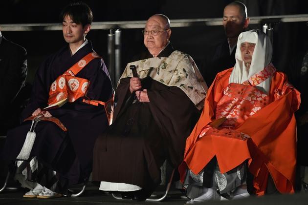 Des représentants religieux japonais attendent l'arrivée du pape François dans le Parc de la Paix, à Hiroshima, le 24 novembre 2019 [Vincenzo PINTO                       / AFP]