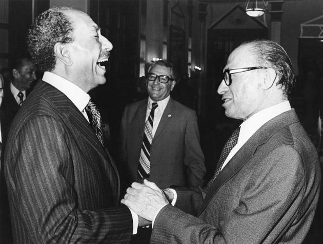 Menahem Begin (à droite) et Anouar al-Sadate le 20 novembre 1977 à Jerusalem [ / FILES-IPPA/AFP]