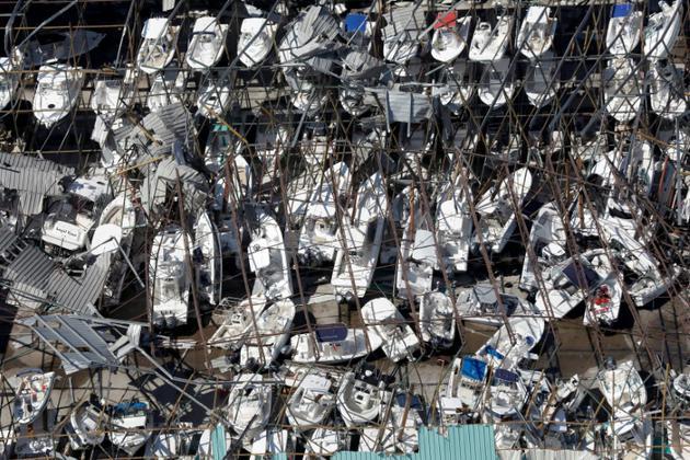 A Panama City, en Floride, les vents de l'ouragan Michael soufflé très fort, projetant les bateaux les uns contre les autres   [Glenn FAWCETT / US Customs and Border Protection/AFP]