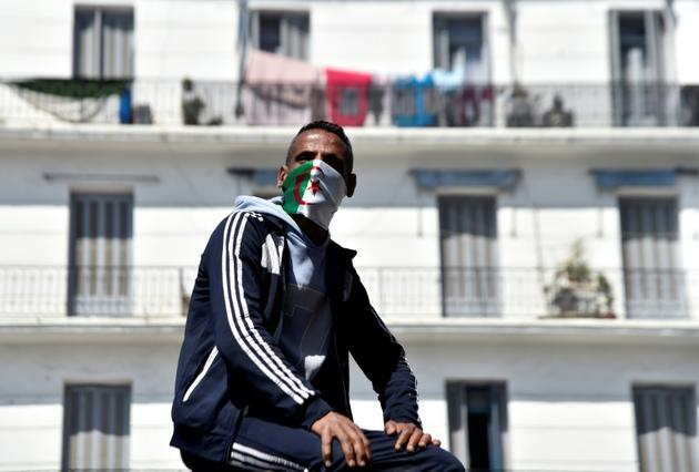 Un manifestant à Alger, le 3 avril 2019 [RYAD KRAMDI                         / AFP]