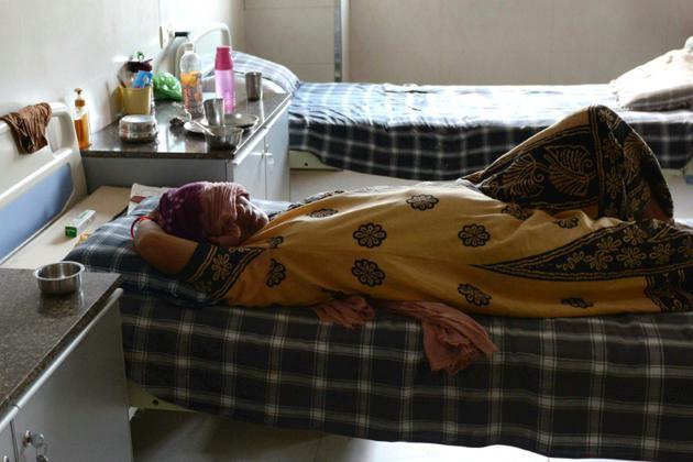 Une mère porteuse indienne. Autorisée dans certains pays (Inde, Afrique du Sud, certains États américains comme la Californie ou New York), elle est interdite en France [SAM PANTHAKY / AFP/Archives]