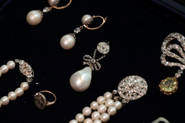 Bijoux ayant appartenu à la reine Marie-Antoinette de France, chez Sotheby's à Londres le 19 octobre 2018 [Daniel LEAL-OLIVAS / AFP]