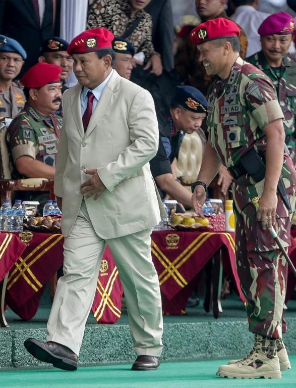 L'ancien général Prabowo Subianto (G) lors de la célébration du 67e anniversaire des forces spéciales de l'armée, le 24 avril 2019 à Jakarta [Naomimages / AFP/Archives]