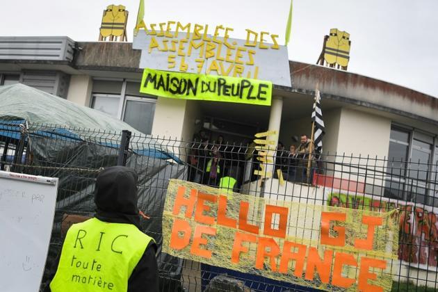 """Le bâtiment de Saint-Nazaire, qui a accueilli l'Assemblée des assemblées"""" de """"gilets jaunes"""" le 5 avril 2019, a été rebaptisé Maison du Peuple [LOIC VENANCE / AFP]"""