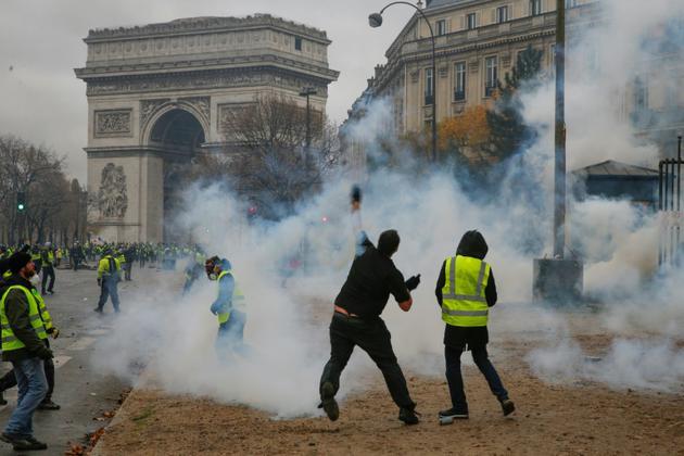 La place de l'Etoile autour de l'Arc de Triomphe est le théâtre de violences, le 1er décembre 2018  [Geoffroy VAN DER HASSELT / AFP/Archives]