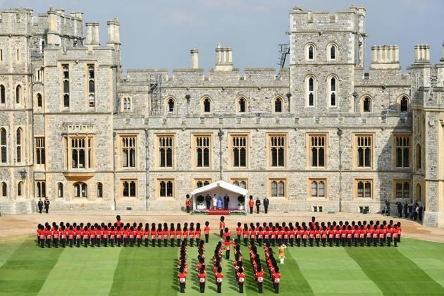 La reine Elizabeth II (C)  aux côtés du président américain Donald Trump (D) et de son épouse Melania Trump (G) à leur arrivée au château de Windsor, le 13 juillet 2018  [Ben STANSALL / POOL/AFP]