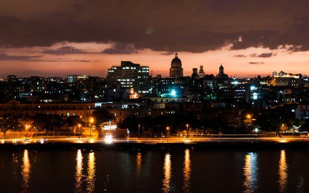 Vue de La Havane au crépuscule, le 12 juillet 2018 [YAMIL LAGE / AFP]